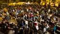 Des habitants s'apprêtent à passer la nuit dehors mercredi soir à Lorca, dans le sud de l'Espagne, après un tremblement de terre de magnitude 5,3 qui a ébranlé la région et a fait au moins dix morts selon le dernier bilan. /Photo prise le 11 mai 2011/REUT