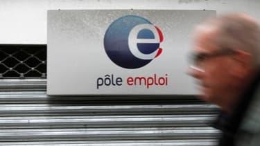 En France, les chômeurs peuvent prétendre à des allocations après avoir travaillé 4 mois.