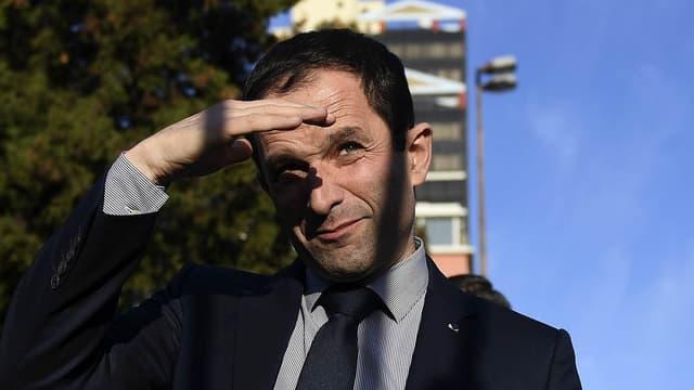 Le candidat socialiste, Benoît Hamon, lors de son déplacement au Portugal