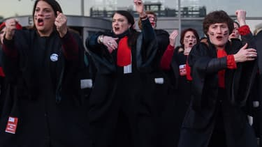 Avocats à Bobigny faisant un haka lors d'une action contre la réforme des retraites