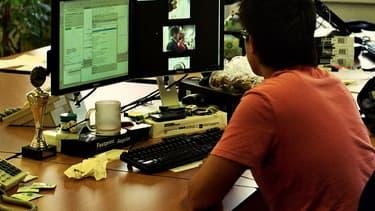 Au travail, le droit à la vie privée existe...mais il est à utiliser avec modération. (photo d'illustration)