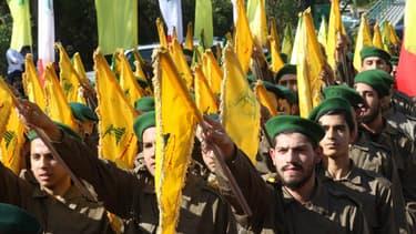 """Le Hezbollah, ou """"parti de Dieu"""", est un groupe chiite et un parti politique libanais, considéré comme une organisation terroriste par plusieurs pays dont les Etats-Unis"""
