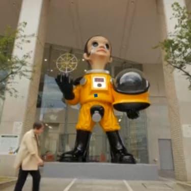 A Fukushima, la statue d'un enfant en combinaison antiradiation agace les habitants