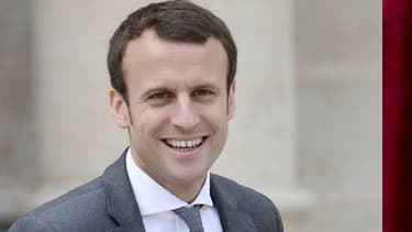 Emmanuel Macron et Line Renaud dînent régulièrement ensemble depuis un an, rapporte Stéphane Bern.
