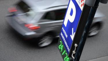 Des places de parking inoccupées vont être proposées aux Franciliens pour inciter à prendre les transports en commun.
