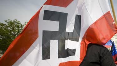 Un drapeau nazi brandi à Washington aux Etats-Unis, le 19 avril 2008. (Photo d'illustration).