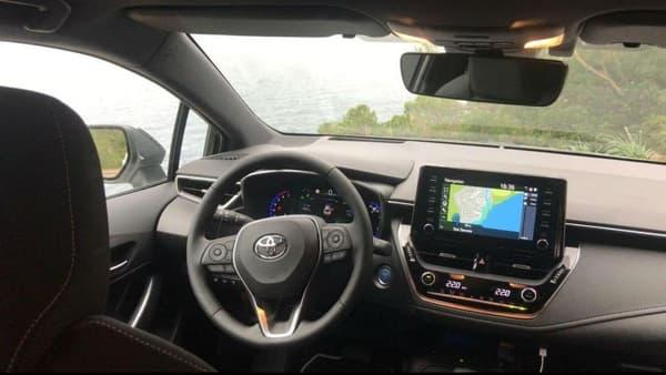Si l'avant de la Corolla est riche en connectivité, à l'arrière pas de prise USB, et surtout une insonorisation bien moins bonne.