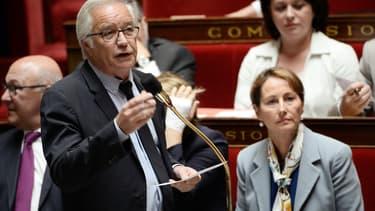 François Rebsamen a défendu l'abandon de la généralisation du CV anonyme.
