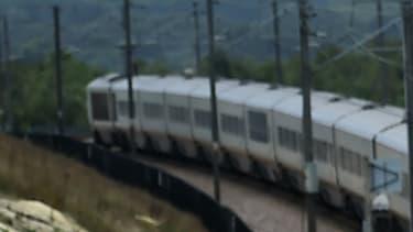 Un train Eurostar voyage dans le Kent, au sud de l'Angleterre, le 25 août 2015. (image d'illustration)