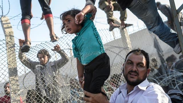 Des réfugiés syriens franchissant la frontière turque, en juin dernier. L'auteur de ce cliché a obtenu le Visa d'Or News la semaine dernière à Perpignan.