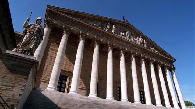 Après l'échec lundi de la commission mixte paritaire (CMP) entre l'Assemblée et le Sénat sur le projet de loi de finances (PLF) pour 2012, les députés français ont procédé mercredi à une nouvelle lecture du texte, qui devrait être adopté définitivement le