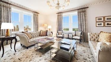 L'appartement comporte 6 chambres et autant de salles de bain.