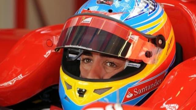 Fernando Alonso avec l'image du casque de Kubica