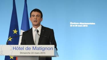 Après avoir mis en pause sa campagne pour les élections départementales 24 heures à la suite du crash de l'avion A320 Germanwings dans les Alpes, Manuel Valls est de retour sur le terrain ce mercredi après-midi.