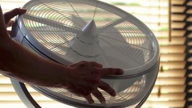 L'angle d'oscillation du ventilateur est réglable de 20 à 270 degrés afin de permettre un ajustement précis de la zone ventilée. Il p)eut même pivoter et basculer pour brasser l'air vers le plafond.