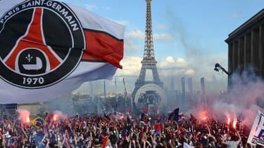 Les festivités pour le titre du PSG à Paris ont vité tourné à l'émeute.