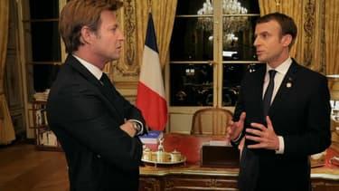 Emmanuel Macron interviewé à l'Elysée par Laurent Delahousse, dans un entretien diffusé le 17 décembre sur France 2.
