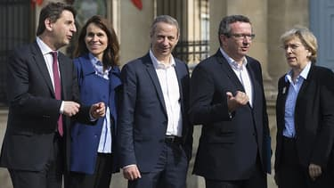 Les députés PS Daniel Goldberg, Aurélie Filippetti, Laurent Baumel, Christian Paul et Marie-Noëlle Lienemann à Paris, le 11 mai 2015.