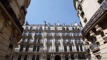 Après un rebond estival, les prix dans la capitale ont tout juste atteint la barre symbolique des 8.000 euros/m2 en août, d'après les notaires.