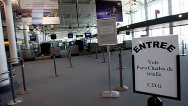 A l'aéroport de Marseille, samedi. Outre les 28 aéroports d'une grande moitié nord de la France déjà fermés jusqu'à lundi, les aéroports de Nice et Marseille seront bloqués dimanche à partir de 6h00. En revanche, les aéroports du sud-ouest de la France re