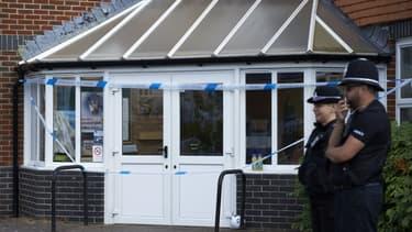 Des policiers britanniques en faction à Amesbury le 7 juillet
