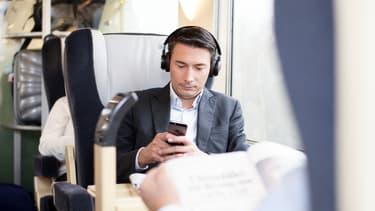 Les 4600 clients qui empruntent quotidiennement la ligne Paris Clermont Ferrand peuvent se former grâce à des Mooc.