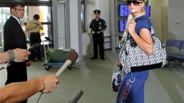 L'ancien mannequin Paris Hilton a quitté le Japon mercredi à l'issue d'un long interrogatoire à l'aéroport de Tokyo, deux jours après avoir plaidé coupable à Las Vegas de détention de cocaïne. /Photo prise le 22 septembre 2010/REUTERS/Toru Hanai