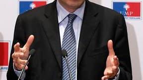 Jean-François Copé, qui a été investi mercredi secrétaire général de l'UMP, a annoncé qu'il allait abandonner ses fonctions au sein d'un grand cabinet d'avocats d'affaires, un cumul de fonctions objet de critiques. /Photo prise le 17 novembre 2010/REUTERS