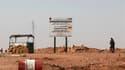 Militaire algérien à un point de contrôle à environ 10 kilomètres du complexe gazier algérien de Tiguentourine, près d'In Amenas, dans l'est de l'Algérie. Seize otages étrangers, dont deux Américains, deux Allemands et un Portugais, ont été libérés samedi