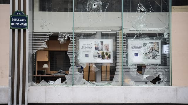 Une banque touchée par les violences boulevard Haussmann
