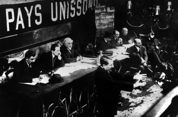 Le directeur de l'Humanité Marcel Cachin le 29 décembre 1920 au Congrès de Tours.