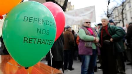 Les principaux syndicats français ont confirmé leur intention d'organiser une nouvelle journée de grèves et de manifestations le 7 septembre contre la réforme des retraites, pendant le débat parlementaire. /Photo prise le 24 février 2010/REUTERS/Gonzalo F