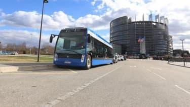 Aptis est fabriqué par NTL, une division rachetée en 2012 par Alstom au groupe alsacien Lohr, et par les ateliers d'Alstom à Reichshoffen, les deux bases du groupe près de Strasbourg en Alsace.