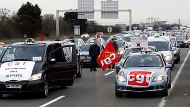 36 chauffeurs de taxis ont été placés en garde à vue pour entrave à la circulation. Ici, une opération escargot à Roissy le 10 février.