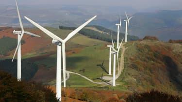 Selon Emmanuel Macron, la production d'électricité issue du parc éolien terrestre doit tripler d'ici 2030.