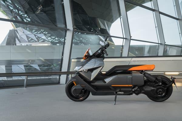 Le scooter CE 04 de BMW