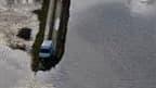 Route inondée près de La Faute-sur-Mer, en Vendée. Après le passage de la tempête Xynthia, l'arrêté de catastrophe naturelle a été signé lundi par les ministres de l'Economie, du Budget et de l'Intérieur pour les quatre départements qui avaient été placés
