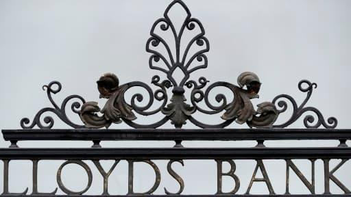 La banque britannique Lloyds a accepté de payer 218 millions de livres (275 millions d'euros) aux autorités britanniques et américaines.