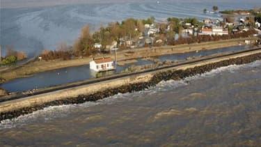 """A La Faute-sur-Mer, en Vendée, après le passage de la tempête Xynthia. Les personnes qui devront quitter leurs logements situés dans les """"zones noires"""" inondables de Vendée et Charente-Maritime définies après le passage de cette tempête ne subiront pas la"""