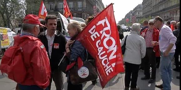 Des milliers de manifestants de gauche on demandé un changement de politique à Hollande.