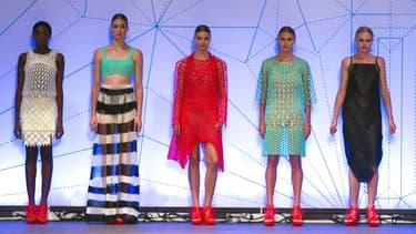 Des mannequins vêtues de la tête aux pieds de pièces imprimées en 3D. Une première dans la haute-couture.