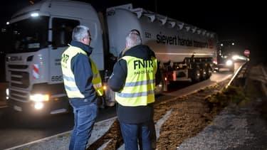 Les routiers protestent contre une baisse de 2 centimes par litre du remboursement dont bénéficie le transport routier sur la taxe intérieure de consommation sur les produits énergétiques.