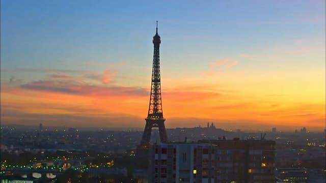 Vue de la tour Eiffel et du ciel parisien le 11 septembre 2018