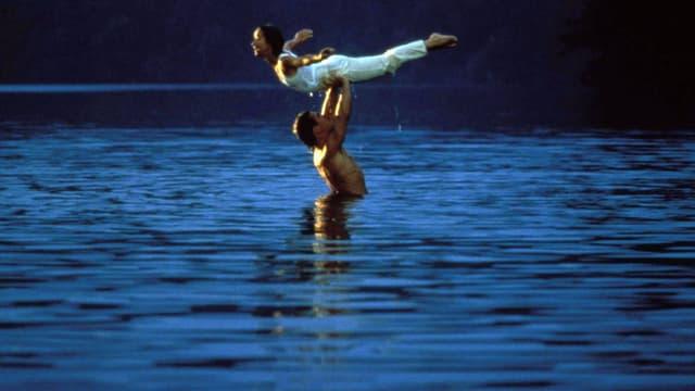 """Jennifer Grey, Patrick Swayze et le Mountain Lake dans """"Dirty Dancing"""""""