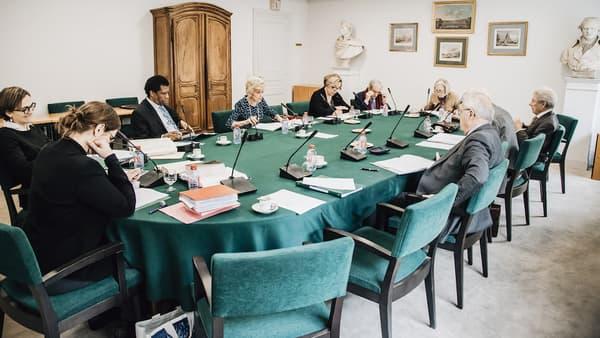 La Commission du dictionnaire de l'Académie Française, qui se réunit tous les jeudis matin.