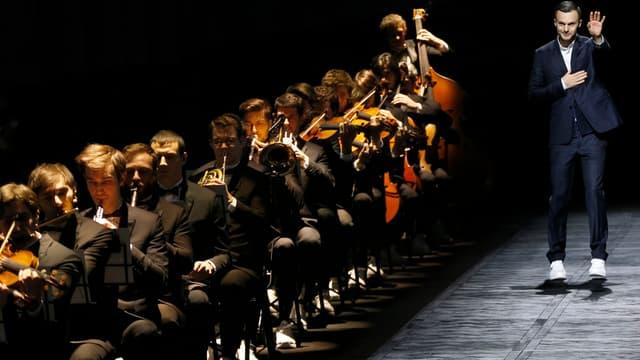 Kris Van Assche marie depuis 2008 streetstyle et luxe strict chez Dior Homme.