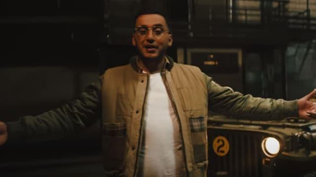 """Le rappeur Soso Maness dans le clip de """"Petrouchka""""."""