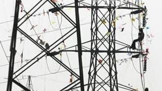 """Le ministère de l'Energie a fait savoir mercredi que les décisions à venir sur les tarifs d'EDF seraient prises avec la volonté de """"protéger le pouvoir d'achat des Français"""". /Photo d'archives/REUTERS/Amit Dave"""