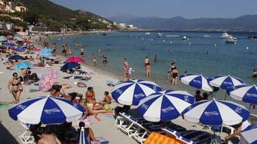 SOS Racisme constate une discrimination à l'entrée de certaines plages privées de la côte d'Azur.