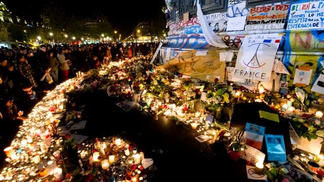 Hommage aux victimes des attentats du 13-Novembre à Paris, le 15 novembre 2015.
